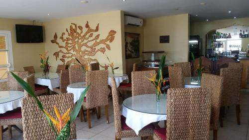 A restaurant or other place to eat at Hotel Maharajah