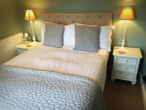 A bed or beds in a room at The Salwey Arms