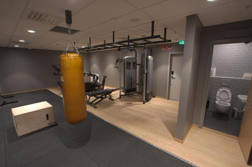 The fitness center and/or fitness facilities at Hobo