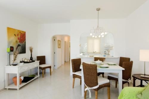 Een restaurant of ander eetgelegenheid bij Balaia Golf Village