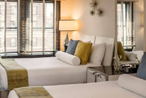 A bed or beds in a room at Iberostar 70 Park Avenue