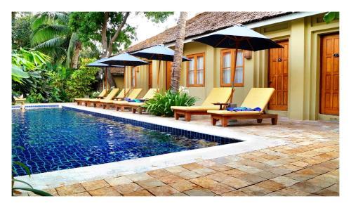Der Swimmingpool an oder in der Nähe von Oasis Hotel