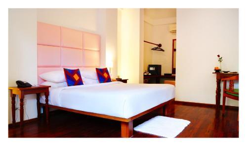 Ein Bett oder Betten in einem Zimmer der Unterkunft Oasis Hotel