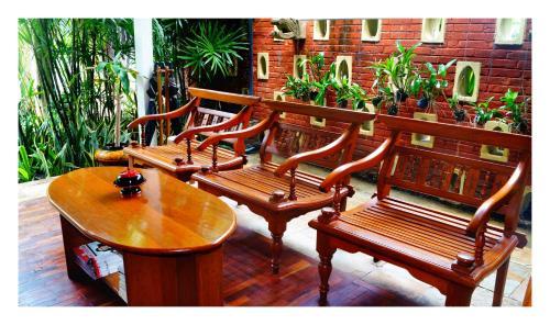 Ein Balkon oder eine Terrasse in der Unterkunft Oasis Hotel