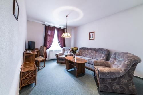 Posezení v ubytování Valašský Hotel a Pivní lázně OGAR