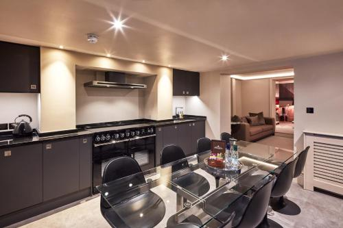 A kitchen or kitchenette at The Square Hotel Brighton