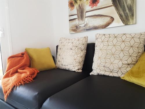 A seating area at Apartamento En Mareverde Resort