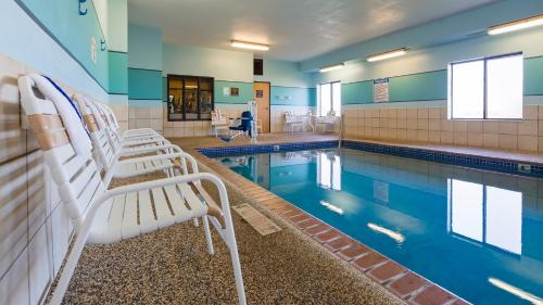 The swimming pool at or near Best Western Plus Albert Lea I-90/I-35 Hotel