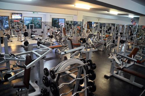 The fitness center and/or fitness facilities at Hotel San Millán