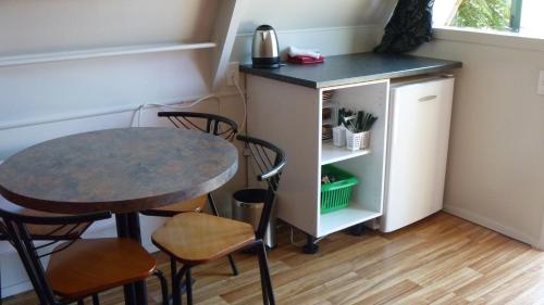A kitchen or kitchenette at Westport Kiwi Holiday Park & Motels