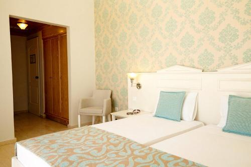 A bed or beds in a room at Eurohotel Arion Palace Hotel - Adults Only