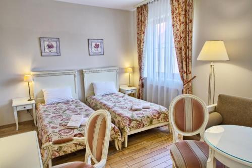 Łóżko lub łóżka w pokoju w obiekcie Villa Estera - Hotel & Restauracja