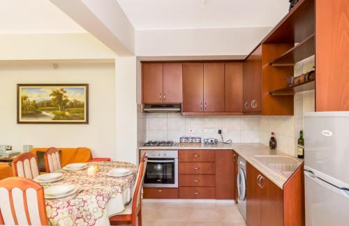 A kitchen or kitchenette at Rustic Village Retreat Amargeti