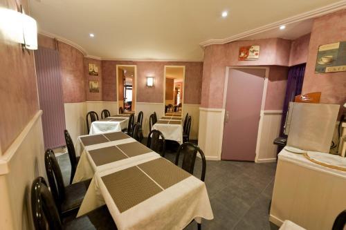 Un restaurante o sitio para comer en Hotel Royal Bergère