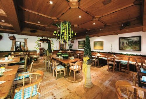 A restaurant or other place to eat at Familotel DAS LUDWIG