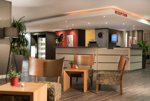 The lobby or reception area at ibis Dortmund West