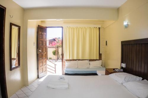 A bed or beds in a room at Falésia Praia Hotel