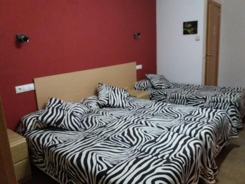 A bed or beds in a room at Hostal la Catedral