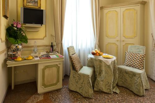 A television and/or entertainment center at Antica Residenza D'Azeglio Room&Breakfast di Charme