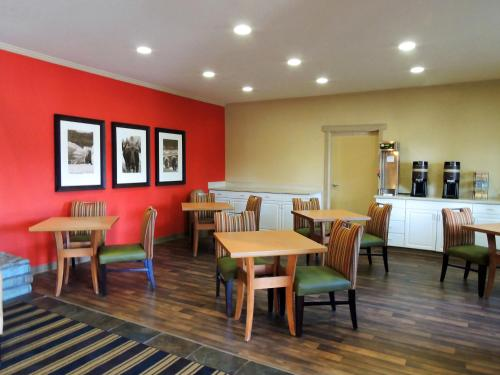 A restaurant or other place to eat at Extended Stay America Suites - Fairbanks - Old Airport Way