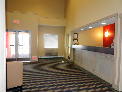 The lobby or reception area at Extended Stay America Suites - Fairbanks - Old Airport Way