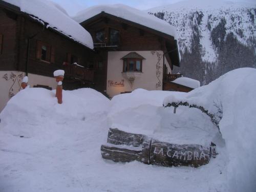 Art Apartments Casa Cambra v zimě