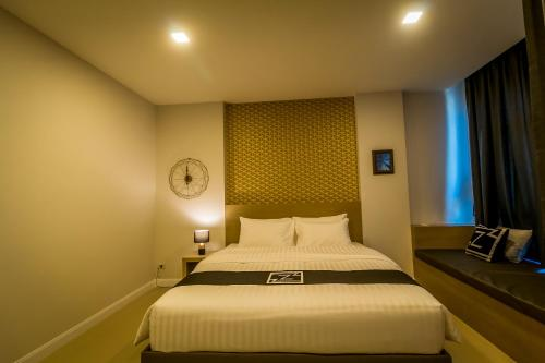 A bed or beds in a room at Triple Z Hotel