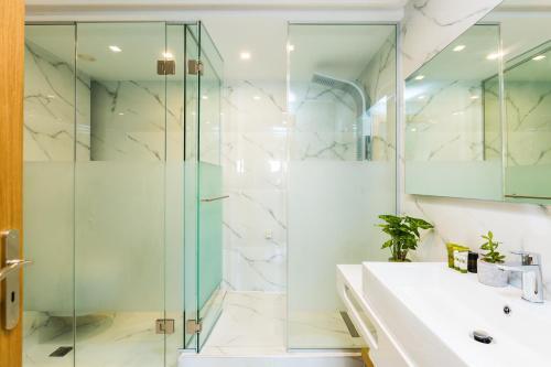A bathroom at Menta City Boutique Hotel
