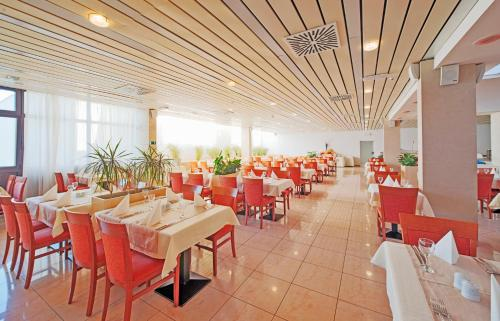 A restaurant or other place to eat at Marko Polo Hotel by Aminess