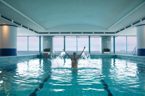 Der Swimmingpool an oder in der Nähe von Hotel Neptun