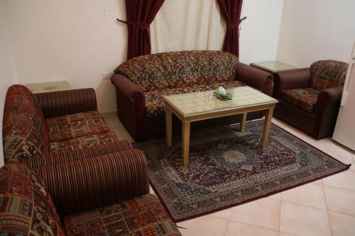 Uma área de estar em Dorar Darea Hotel Apartments - Al Mughrizat