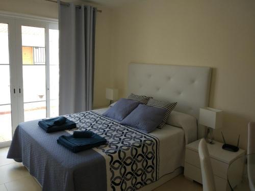 Cama o camas de una habitación en Los Cristianos studio, modern, spacious, pool,WiFi