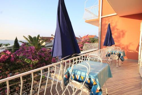 A balcony or terrace at Apartments with a parking space Mlini, Dubrovnik - 4773