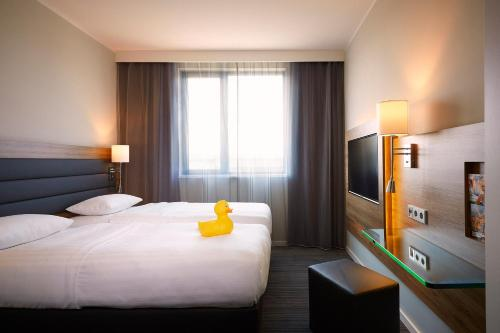 A bed or beds in a room at Moxy Munich Messe