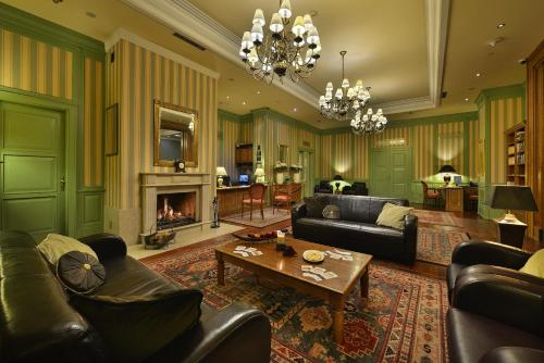 A seating area at Marrol's Boutique Hotel