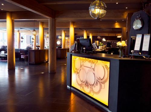 The lobby or reception area at Fretheim Hotel