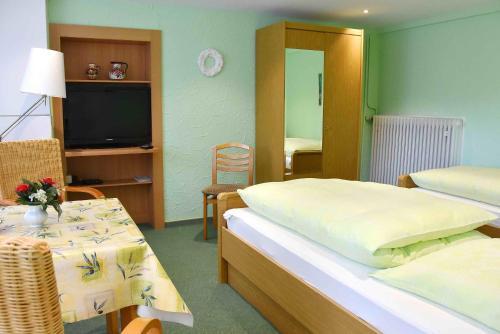 Ein Bett oder Betten in einem Zimmer der Unterkunft Ferienwohnungen Hildegund