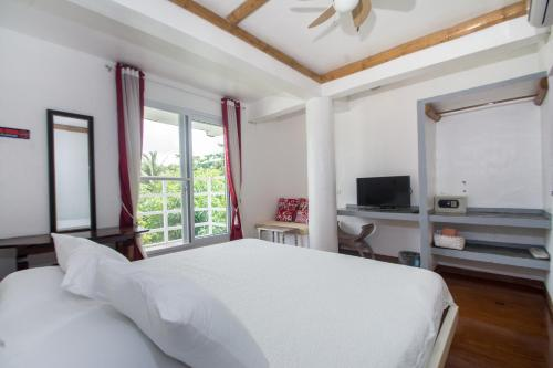 A bed or beds in a room at Lanterna Hotel Boracay