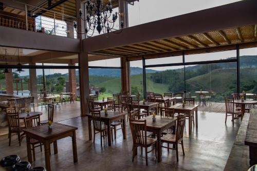 A restaurant or other place to eat at Pousada Estância das Montanhas