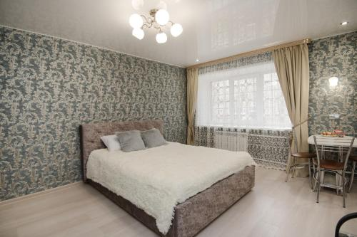 Кровать или кровати в номере Nine Nights Apartments on Lezhnevskaya 122