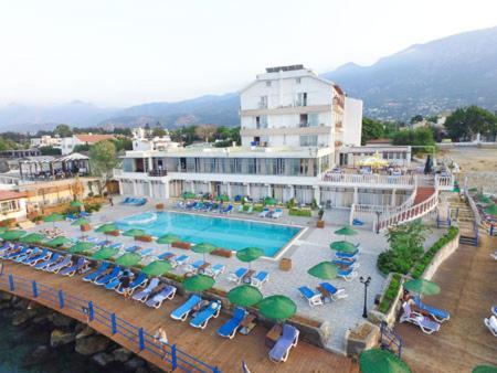 Вид на бассейн в Manolya Hotel или окрестностях