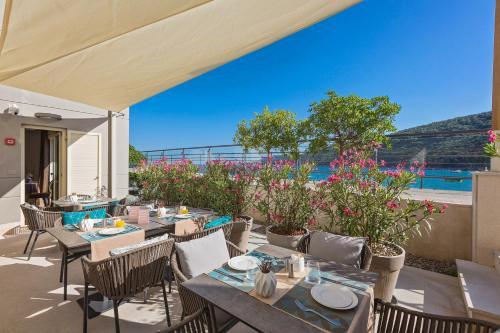 Ein Restaurant oder anderes Speiselokal in der Unterkunft Boutique Hotel Adoral