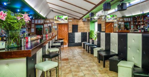 El salón o zona de bar de Hostal Goias