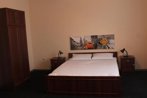 A bed or beds in a room at Apartment on Lermontova 35a