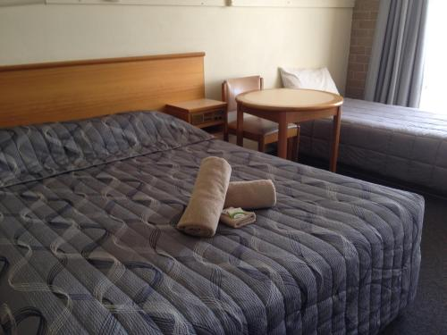 A bed or beds in a room at Town Centre Motor Inn