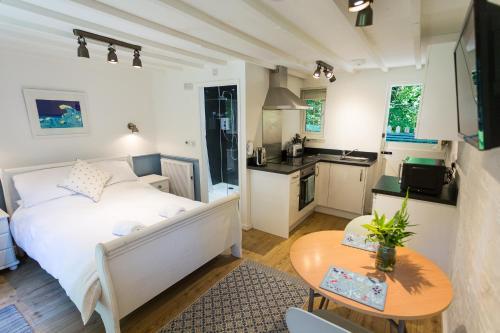 A kitchen or kitchenette at Tresarran Cottages Cornwall