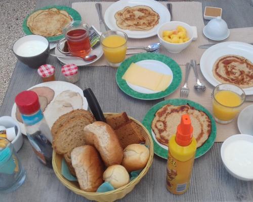 Ontbijt beschikbaar voor gasten van B&B Hacienda La Bougainville