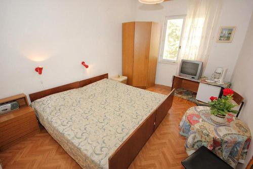 A bed or beds in a room at Apartments and rooms with parking space Srebreno, Dubrovnik - 8959