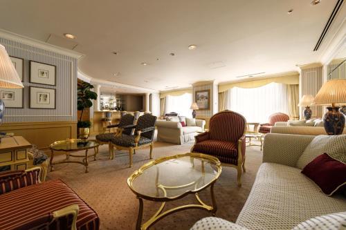 The lounge or bar area at Dai-ichi Hotel Tokyo