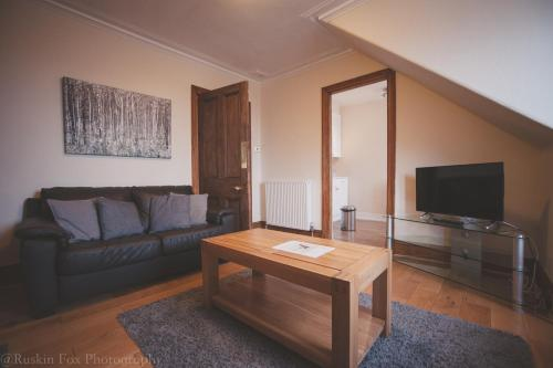A seating area at Bright & Airy Two Bed Set In Granite